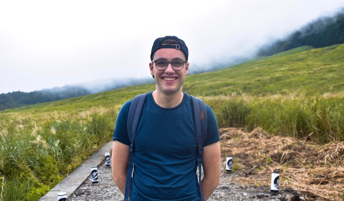 Sander from Ars Currendi posing for a photo while hiking on a cloudy day